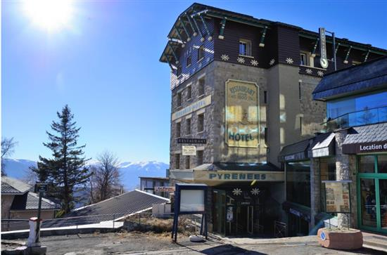 © PYRENEES HOTEL