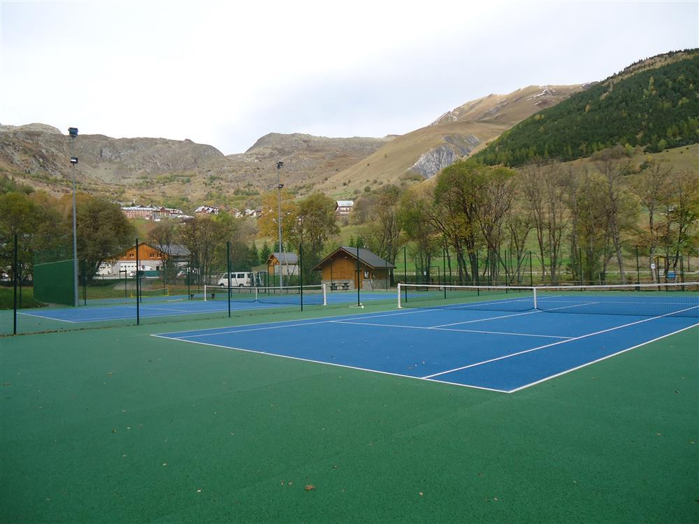 Collective tennis training © OTSSA