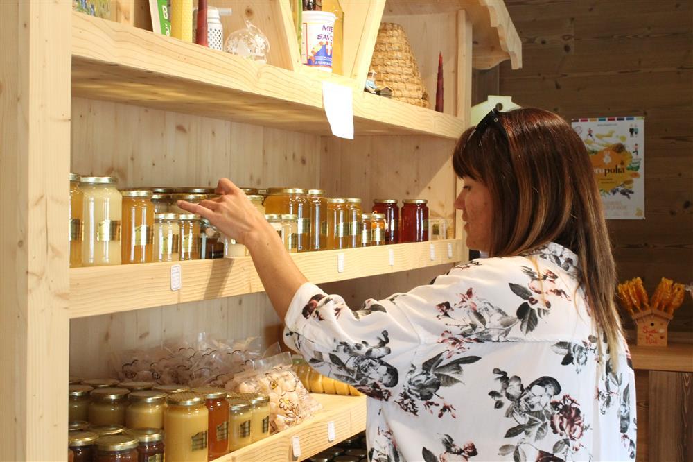 Arves honey making © Office de Tourisme Saint Jean d'Arves - Les Sybelles