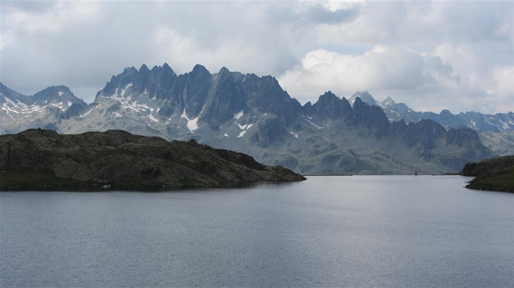 Les trois lacs et refuge de l'Etendard © K.Mandray