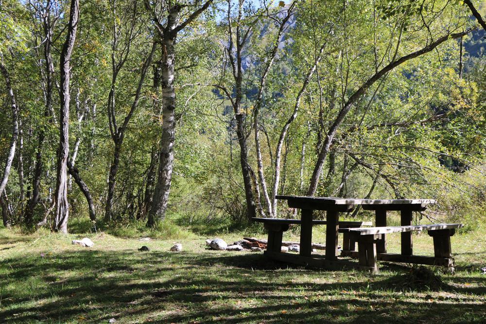 Picknicktafels (prés plans) © OT Saint-Sorlin d'Arves