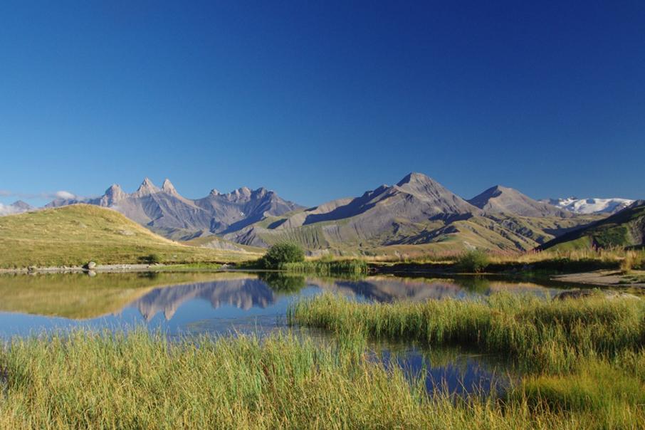 Lac Potron et Aiguilles d'Arves © Eric Axelrad