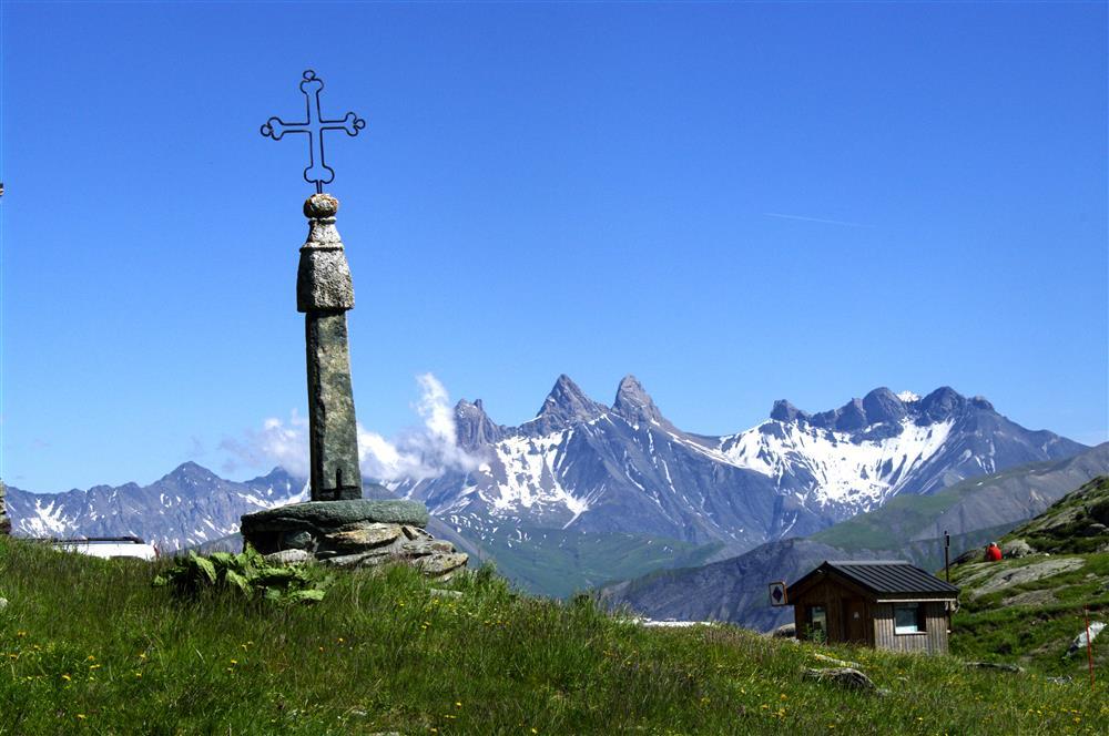 Col de la Croix de Fer à Saint Sorlin d'Arves - Domaine des Sybelles © © Office de Tourisme de Saint-Sorlin-d'Arves