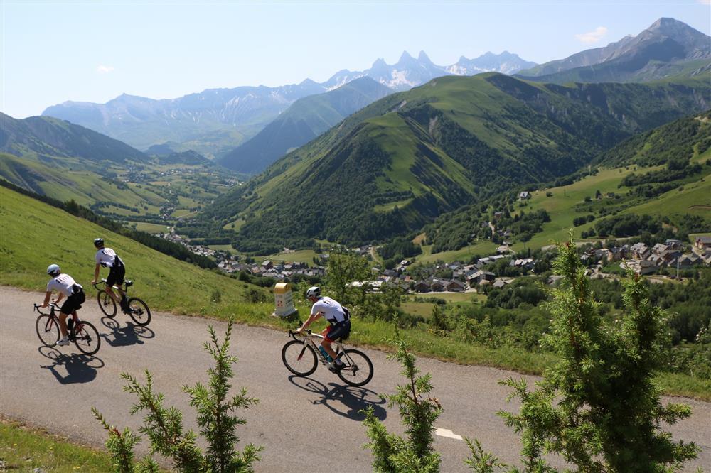 Cyclisme route Col de la Croix de Fer © © OT Saint Sorlin d'Arves - V Bellot-Mauroz
