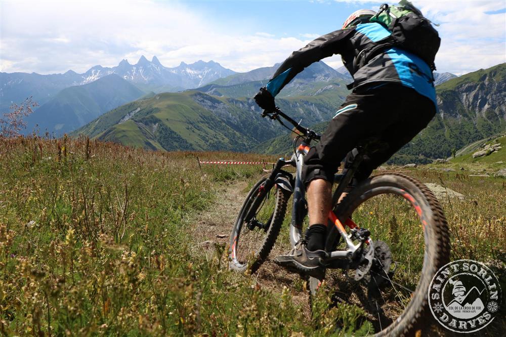Enduro VTT de la Croix de Fer : mountain bike race © OT Saint Sorlin d'Arves