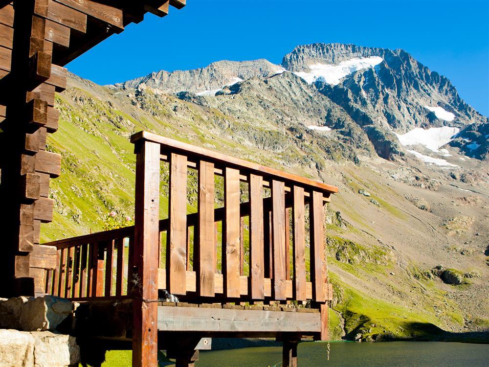 Randonnée avec nuit en refuge © Bureau Montagne des Arves