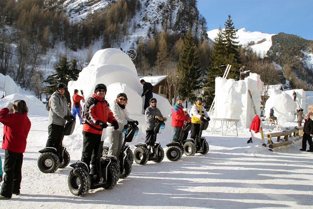 Balade en segway autour des sculptures sur neige © Mobilboard Valloire