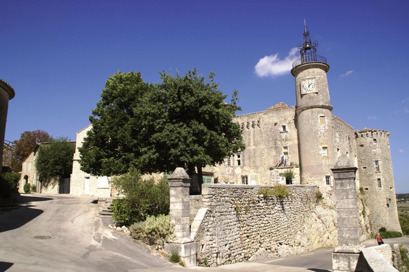 Lussan Château et remparts © pbvf