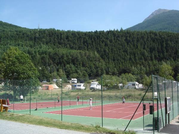Terrain de tennis ©