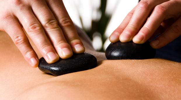 """Massage """"Douceur aux pierres d'argile chaudes"""""""