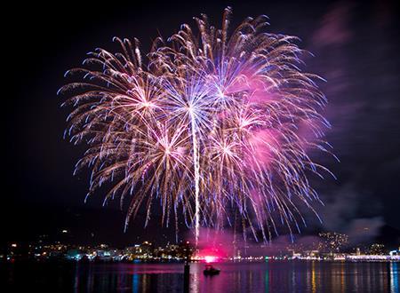 Feux d'artifices d'Argelès sur mer, de Port Vendres, de St-Cyprien  & de Collioure vus du bateau