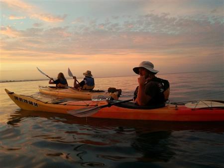 Balade en Kayak, Coucher du soleil. le long des criques, direction Collioure. 1 Adulte
